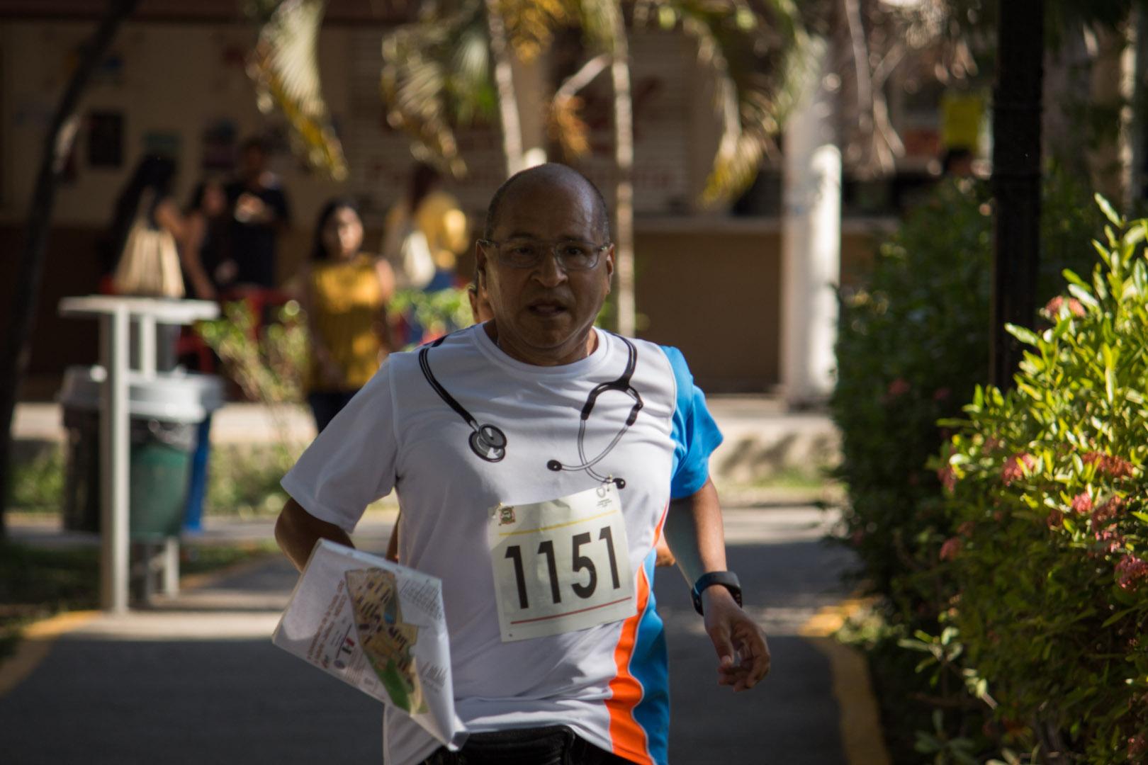 Docentes y administrativos participaron en la carrera de orientación