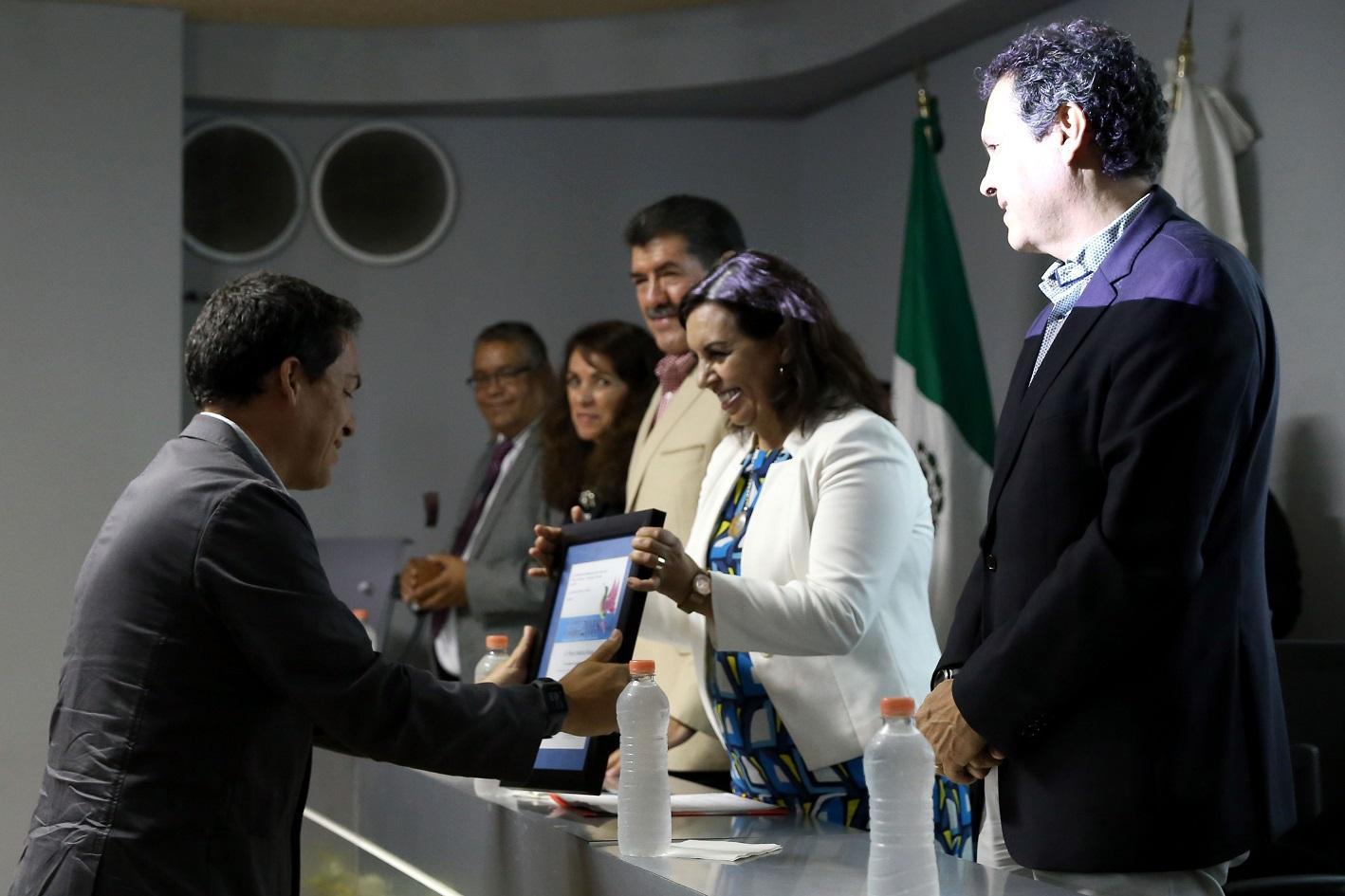 Dr. Pedro Medina Rosas fue galardonado por su investigación sobre comunidades coralinas
