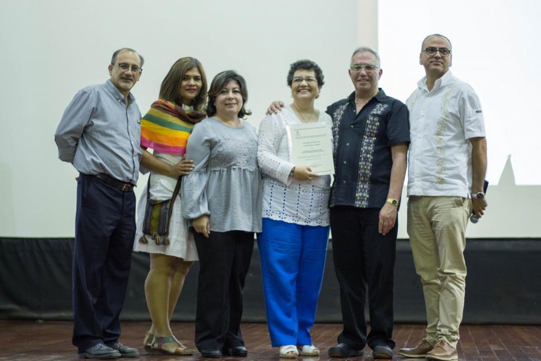 Académicos de la Lic. en Turismo recibieron la constancia de reacreditación de la carrera