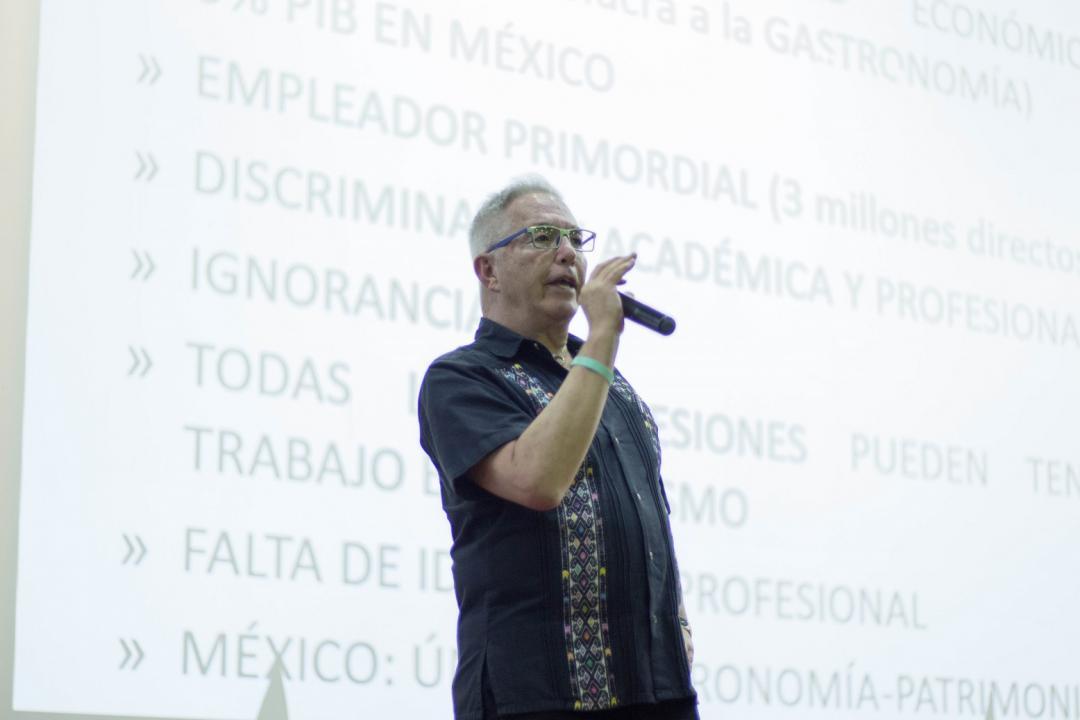 """Mtro. Rafael Gutiérrez dictó la conferencia: """"Estudiar turismo en una carrera acreditada, la neta ¿sirve?"""""""