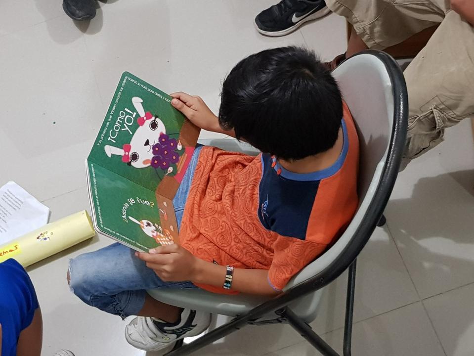 Existe un grupo de lectura para niños y adolescentes (de 6 a 15 años de edad)