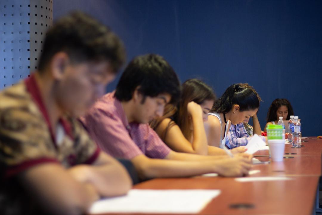 """17 personas participaron en la primera sesión del club de lectura """"Literal"""" del CUCosta"""