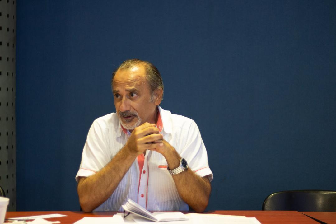 El primer moderador del club de lectura fue el escritor y poeta Edmundo Andrade Romo