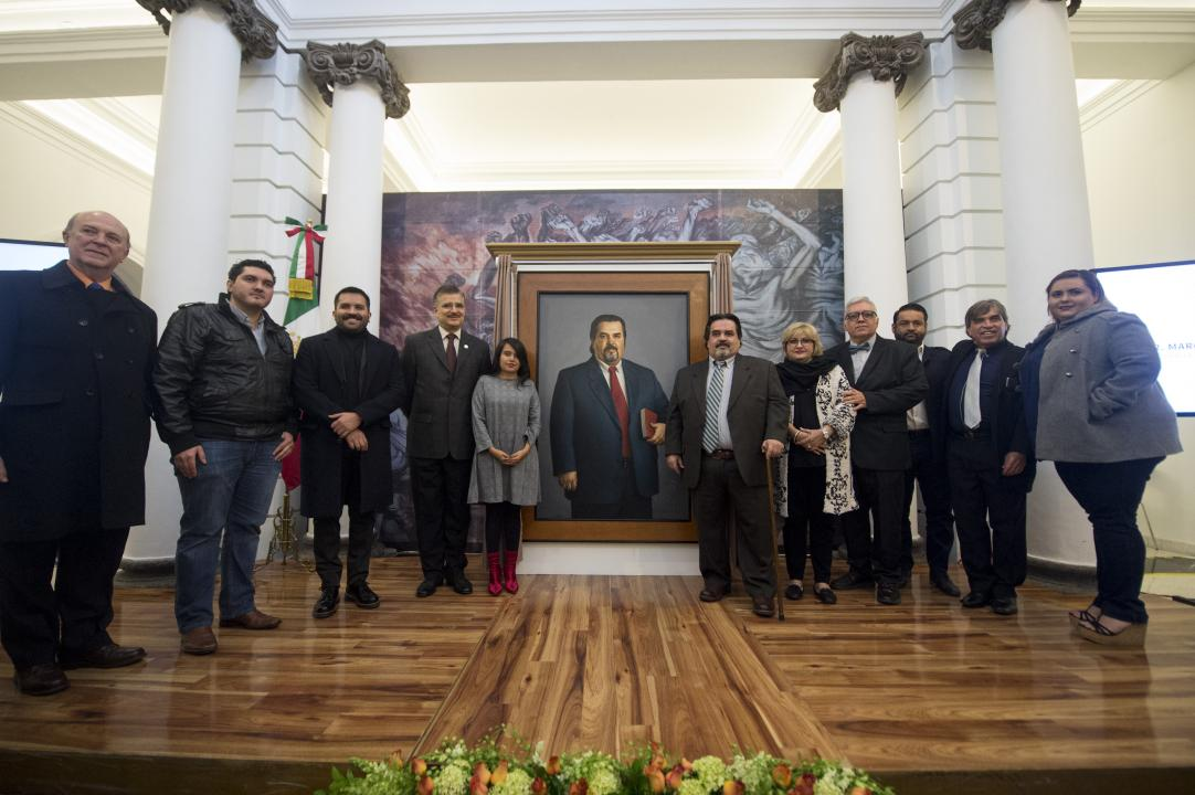Autoridades universitarias y familiares del Dr. Cortés Guardado asistieron a la ceremonia