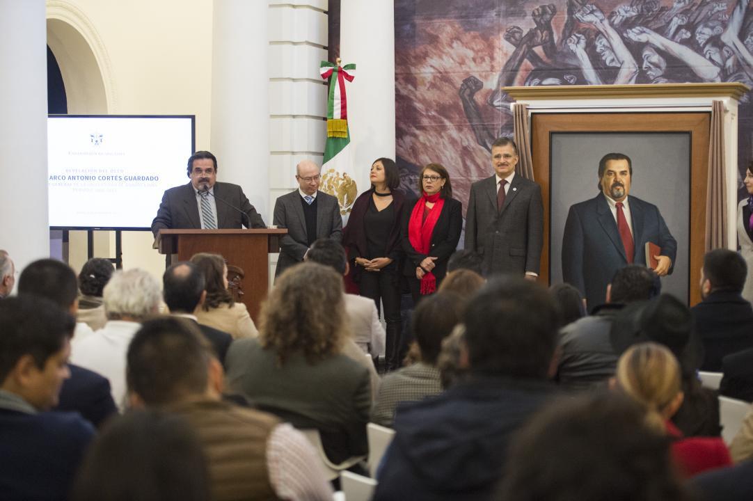 """""""""""Quisiera ver esta pintura como un homenaje a la discreta generosidad de muchas personas"""": Dr. Cortés Guardado"""